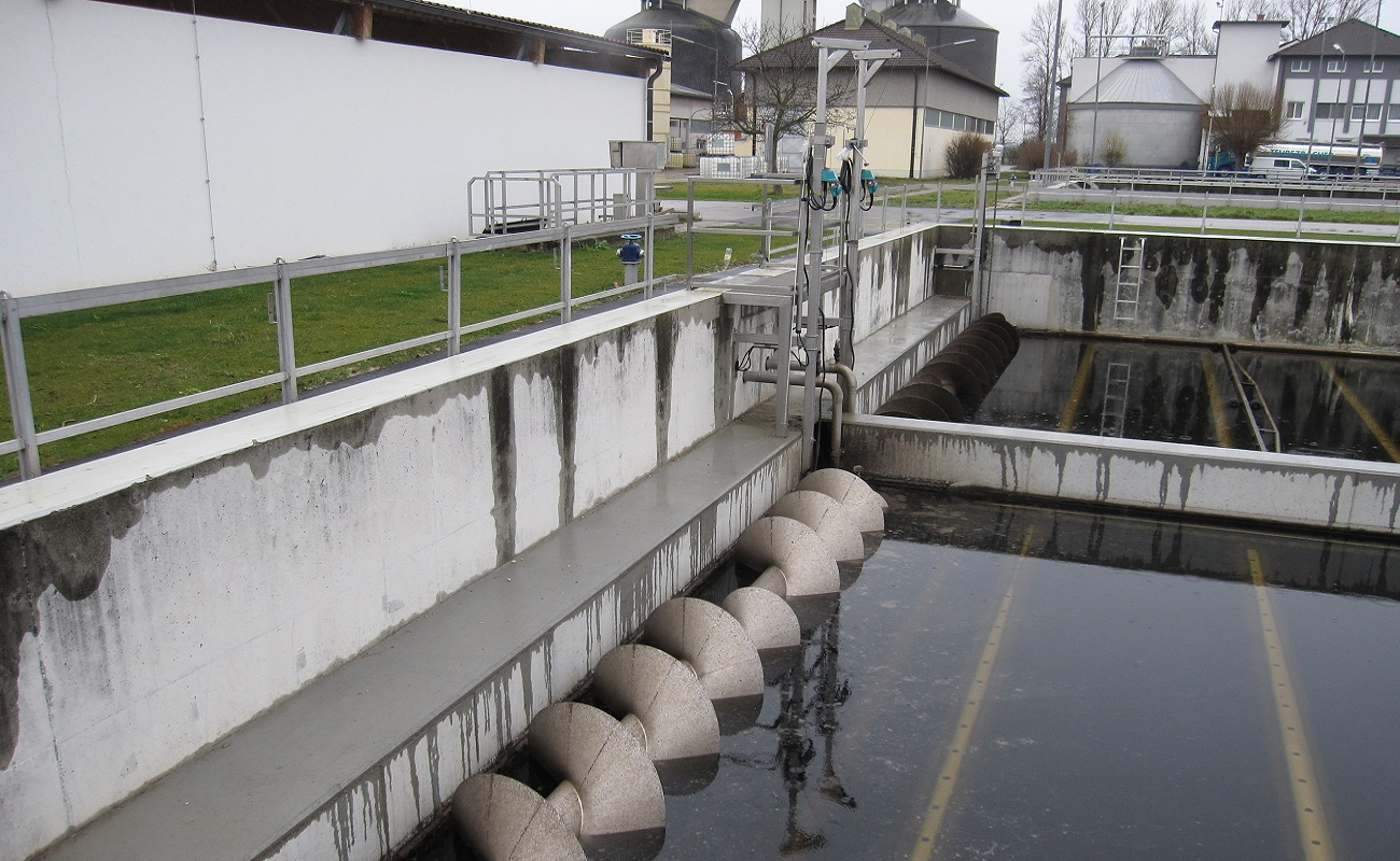 AWV Wiener Neustadt Süd - AT - SSR Screw-conveyor Scum Removers in the new final sedimentation tanks 1.7 and 1.8